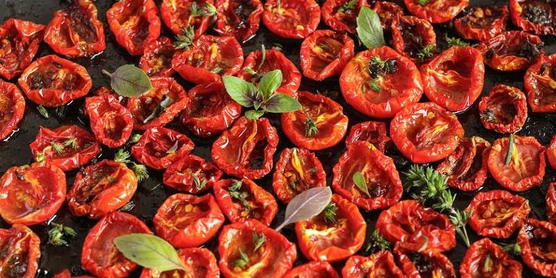 В'ялені томати в сушарці