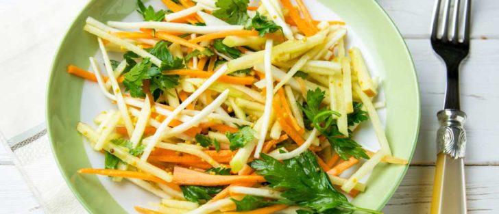 Низькокалорійний рецепт салату із селери, моркви та яблук