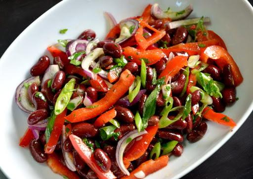 Легкий салат з червоної квасолі