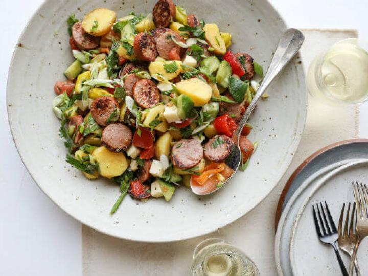 Святковий салат з мисливськими ковбасками