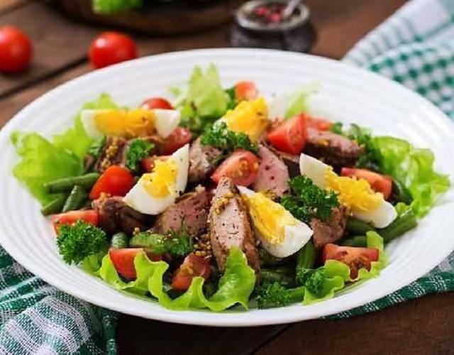 Салат з печінки тріски з овочами