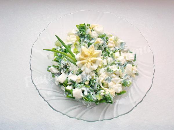 Рецепт салату з яйцями та цибулею