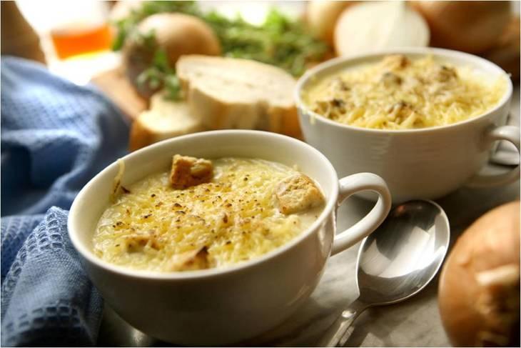 Французький цибулевий суп з грінками