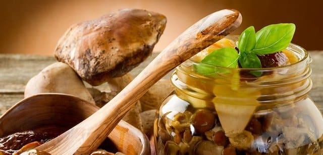 Мариновані гриби | Рецепти на святковий новорічний стіл