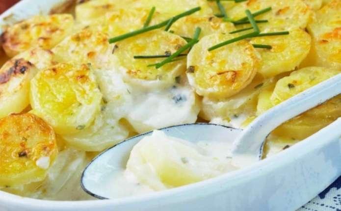 Картопля з  м'ясом у духовці
