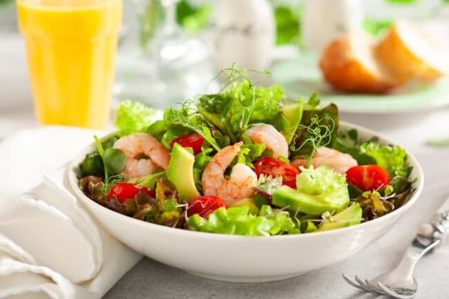 Рецепт з креветками та авокадо без майонезу