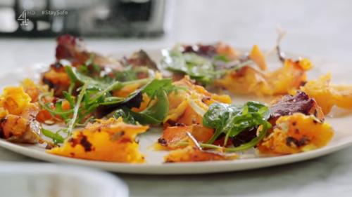 Гарбузовий салат з гострим соусом від Джеймі Олівера