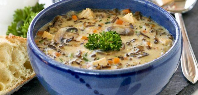 Рецепти зимових супів: Цибулевий, Айнтопф, Гуляш, Солянка