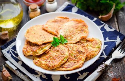 Деруни з кабачків і сиру в духовці
