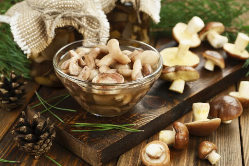 Що можна зробити з маринованих білих та польських грибів