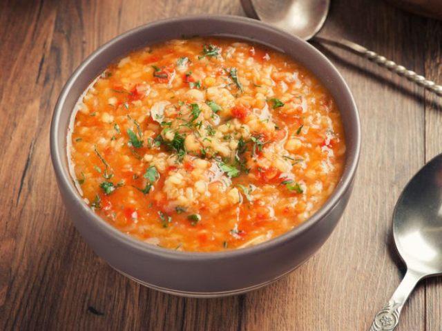 Густий м'ясний суп з сочевиці в мультиварці