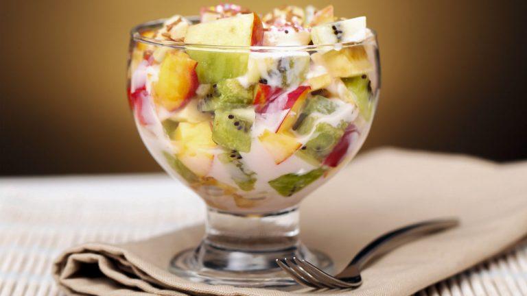 Фруктовий салат з ківі для дітей