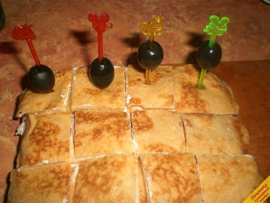 Канапе з млинців на новорічний стіл