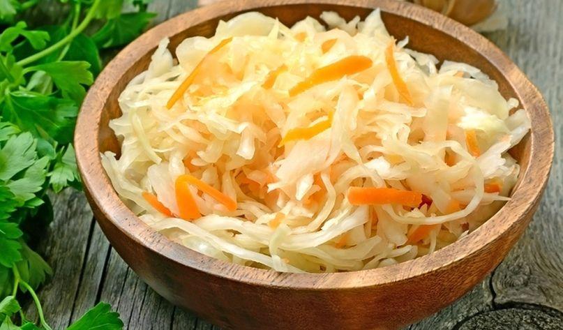 Квашена капуста з морквою та цибулею