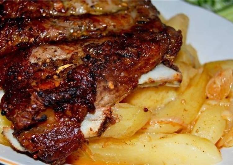 Свинячі ребра з картоплею у фользі