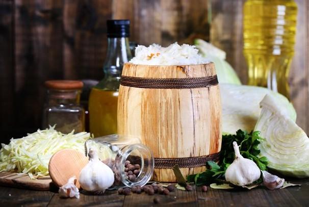 Рецепт швидкої квашеної капусти на зиму в домашніх умовах