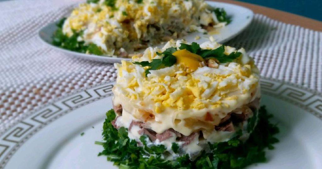 Салат з яловичим язиком, маринованими шампіньйонами,огірком та яйцем