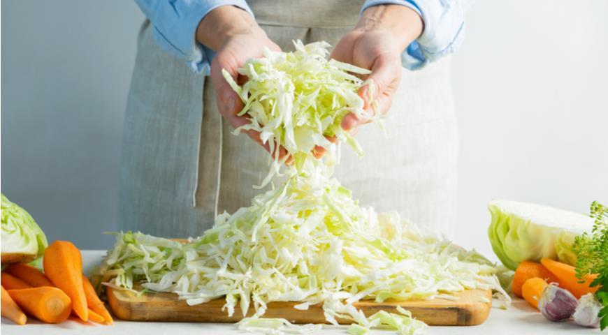 Як заквасити капусту з морквою на зиму
