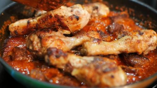 М'ясо в гострому соусі