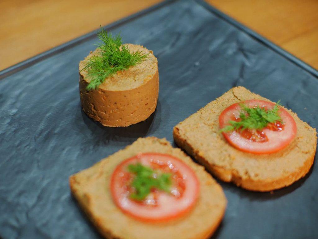 Класичний паштет з курячої печінки з морквою