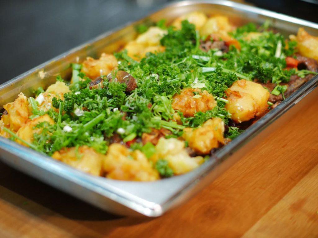 Баранина запечена з овочами в пароконвектоматі