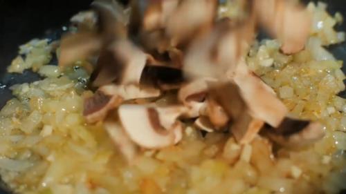 Приготування грибного соусу