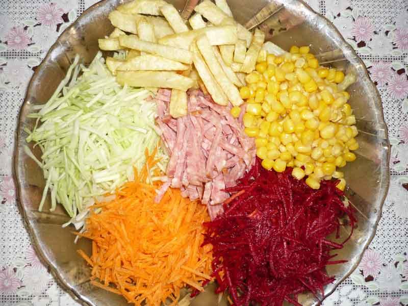 """Салат купками """"Екзотика""""з буряком та картоплею фрі"""