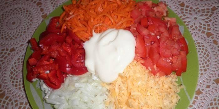 Салат купками з куркою та корейською морквою