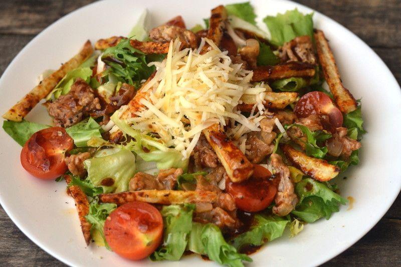Салат з маринованою цибулею та куркою