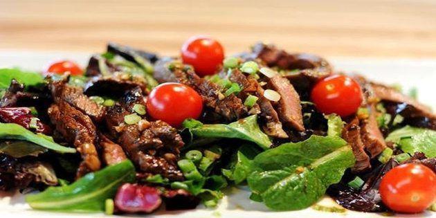 Теплий салат з телятини на Новий рік