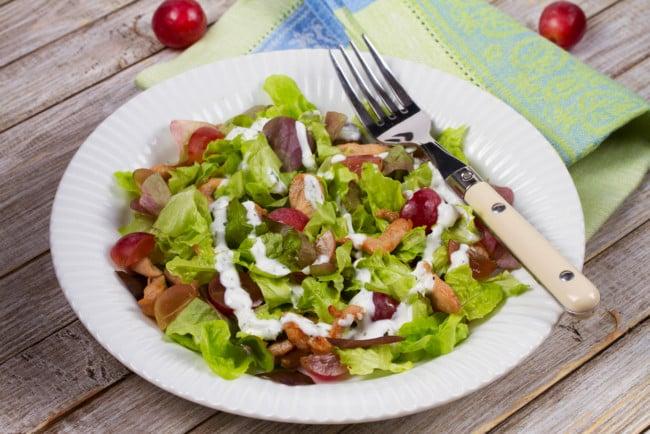 Смачний салат з курки з виноградом