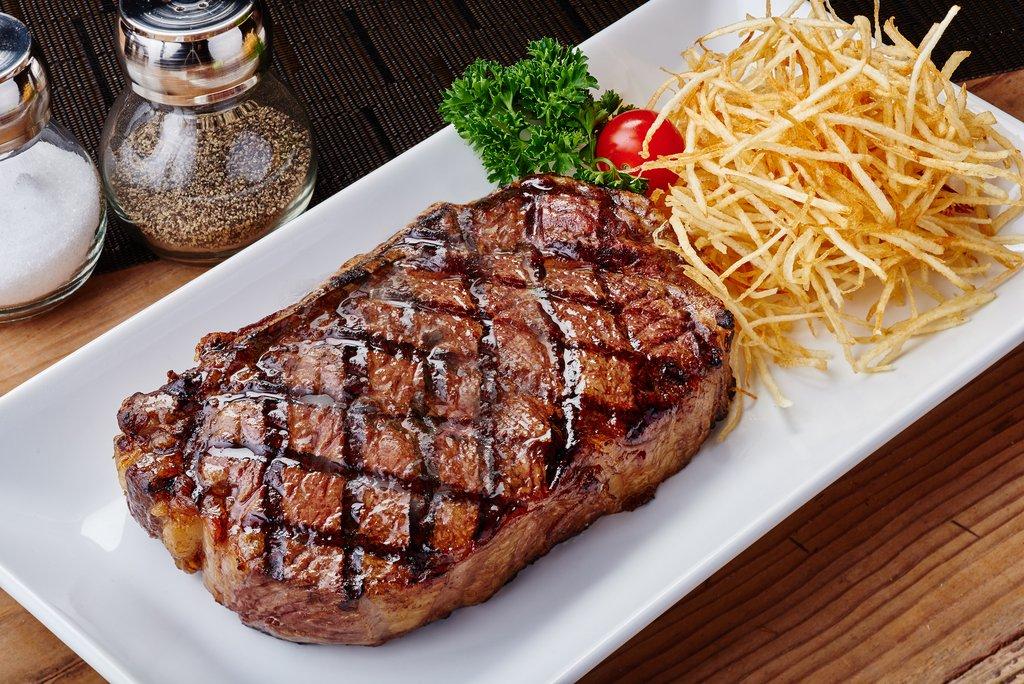 Гарячі м'ясні страви на святковий стіл