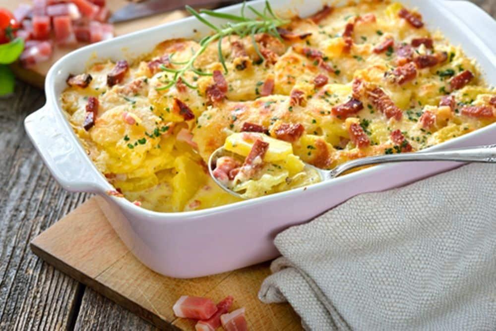 Запіканка з картоплі  й бекону в духовці