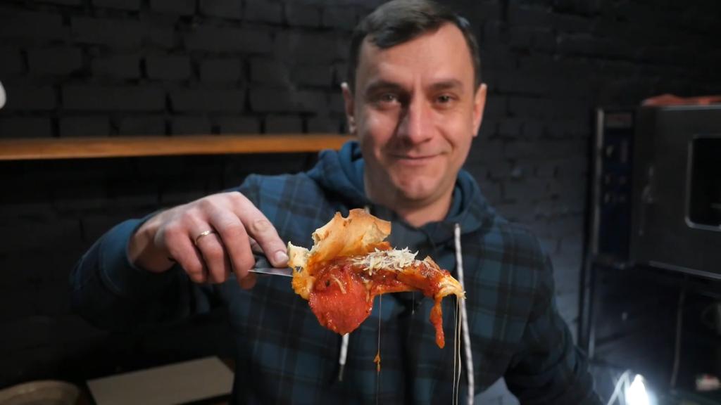Піца Чикаго | Рецепт з моцарелою та пармезаном