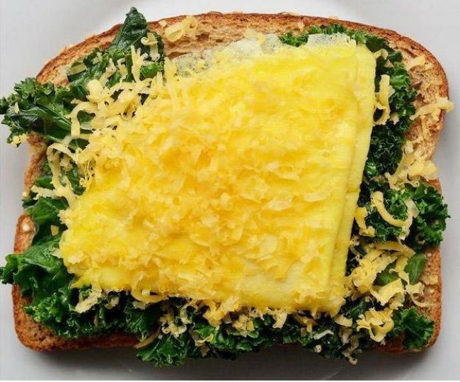 Підсмажена капуста, омлет, сир