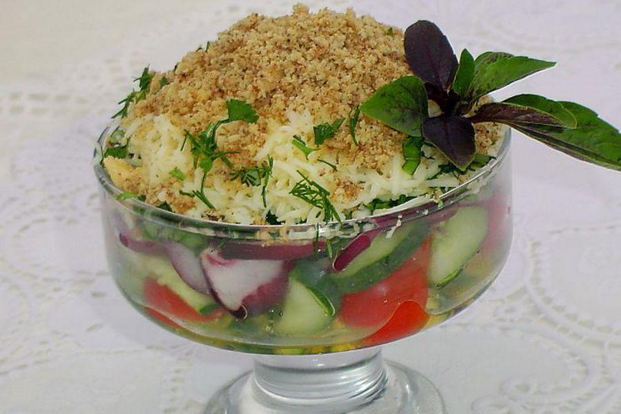 салат овочевий з горіхами