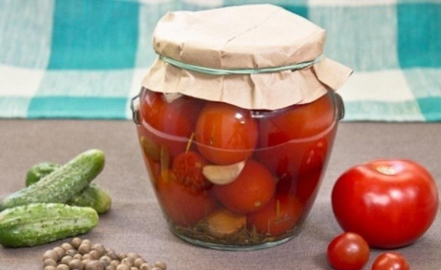 помідори з горілкою
