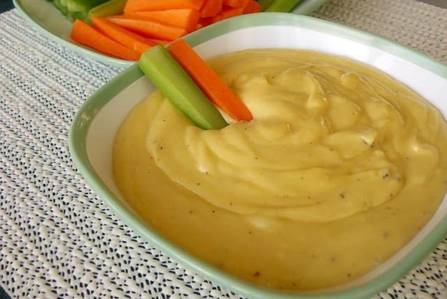 Шість найкращих рецептів соусів до овочів. Сирний класичний