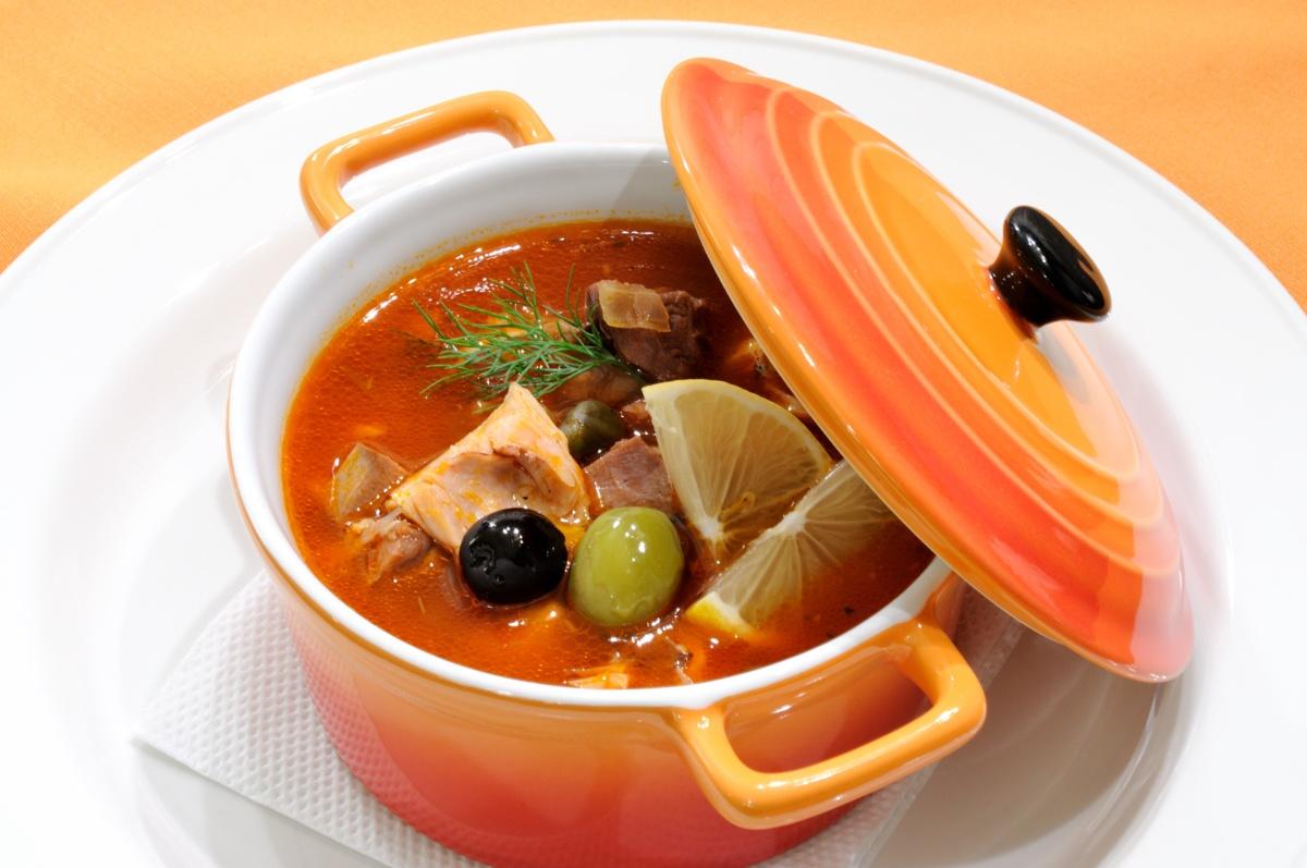 Вісім популярних страв світу, які колись їли тільки бідні. Солянка