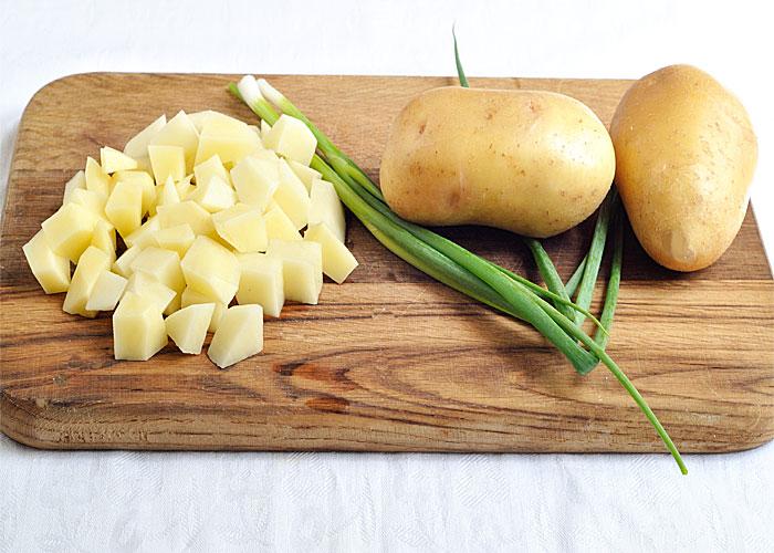 Як правильно солити картоплю