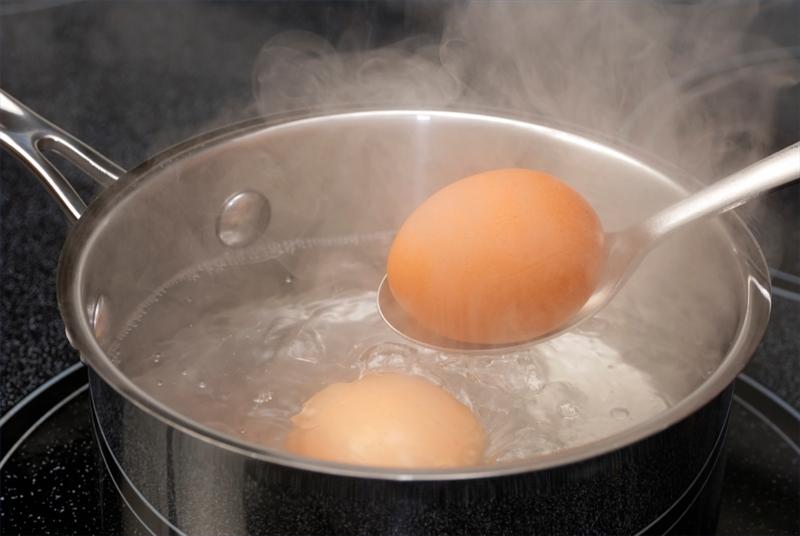 Як правильно солити яйця