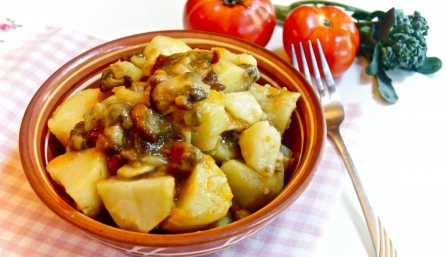 Картошка тушеная с грибами и куриной грудкой рецепт