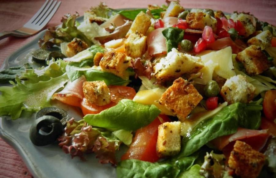Салат с сухариками ветчиной рецепт с фото