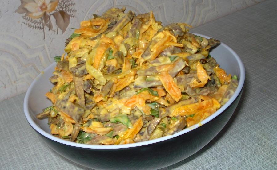 Салат с печенкой и солеными огурцами рецепт