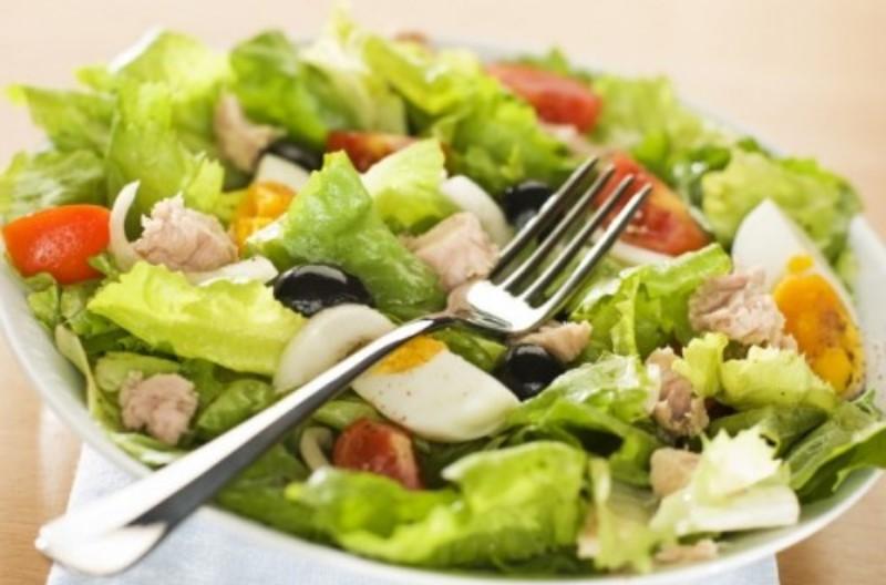 Італійський салат з тунцем та маринованим болгарським перцем