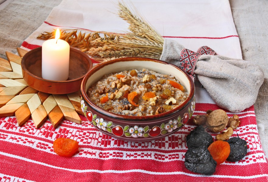 Pot with wheat porridge which is prepared on Christmas Eve Kutya is a traditional food on Christmas Eve.
