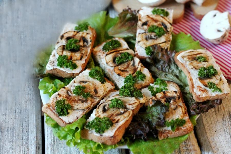 Бутерброди з грибами