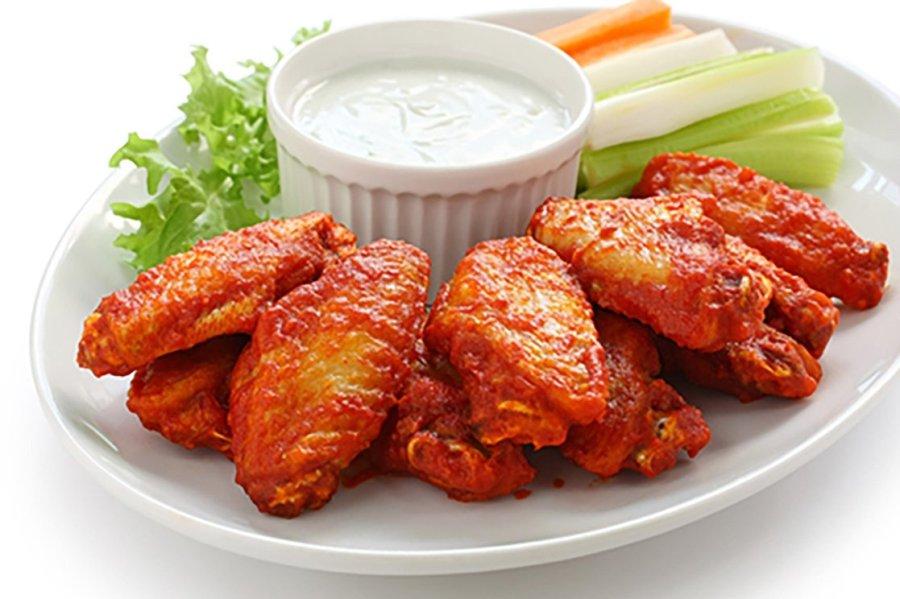 buffalo-chicken-wings-snacks-beer