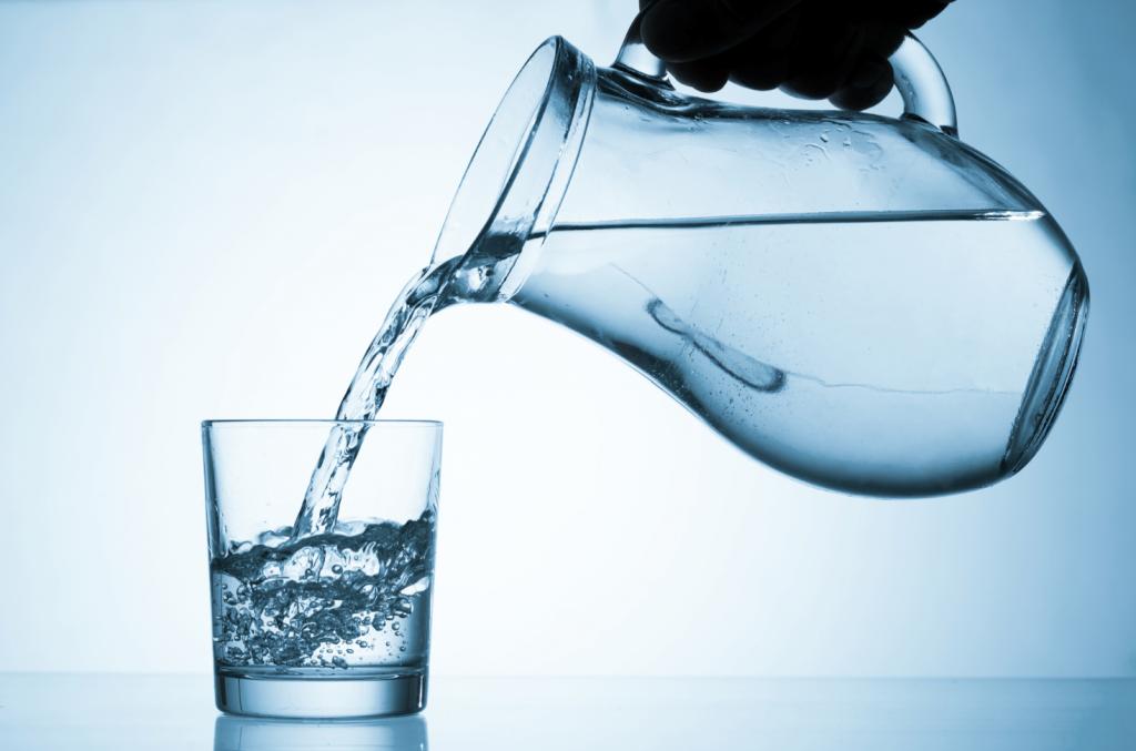 вода склянка