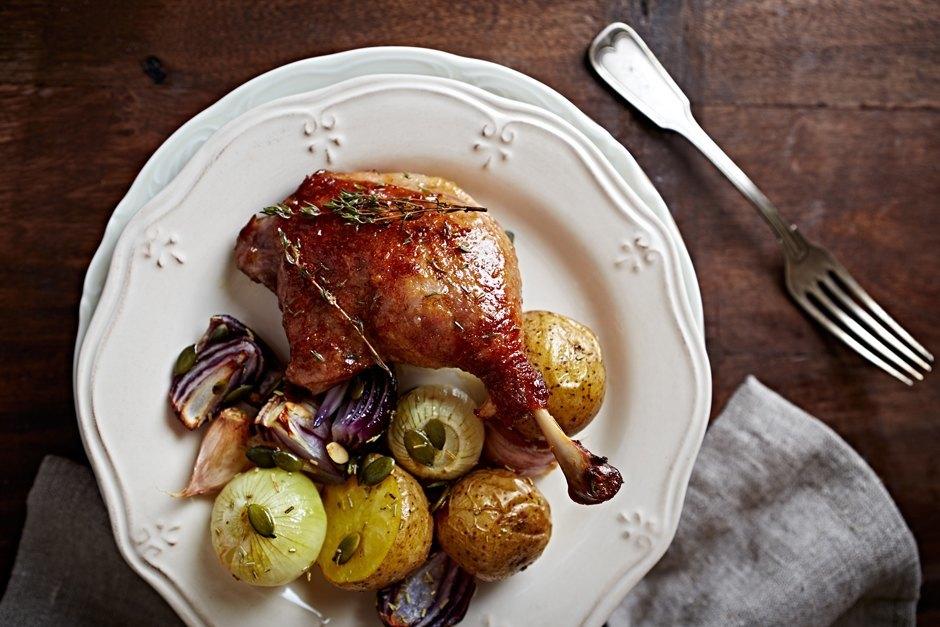 Вечеря для двох: рецепт запеченої качки з картоплею